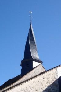 Boulancourt (77760) Église Saint-Denis. Le clocher a été restauré en 2010 pour 220.000 euros. Avant cette date, il était en pavillon à faces plates.