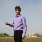 Le producteur Herve Viron qui gere le SAFRAN DU G?TINAIS. Portrait dans son champs sans lequel le safran va bientot pousser et eclore..